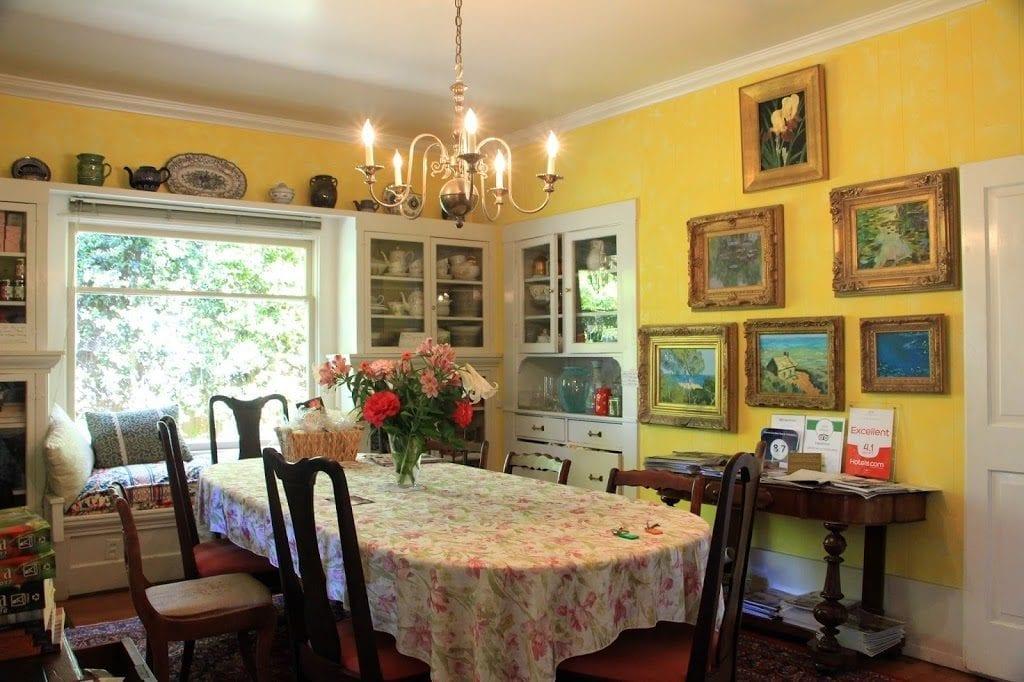 Secret Garden Inn & Cottages Dining Room