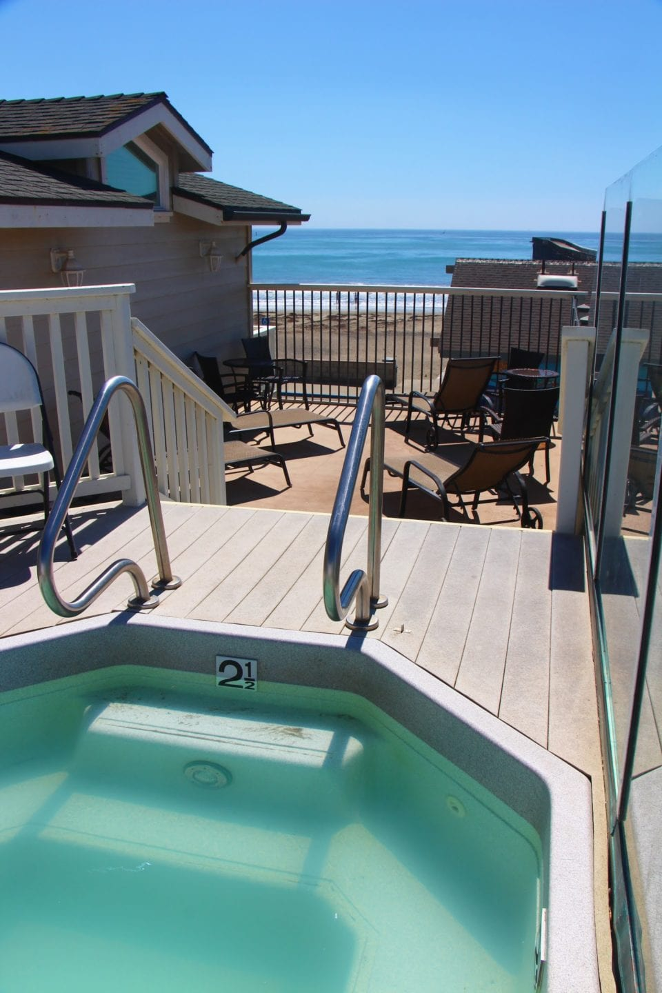 Rooftop sundeck with hot tub