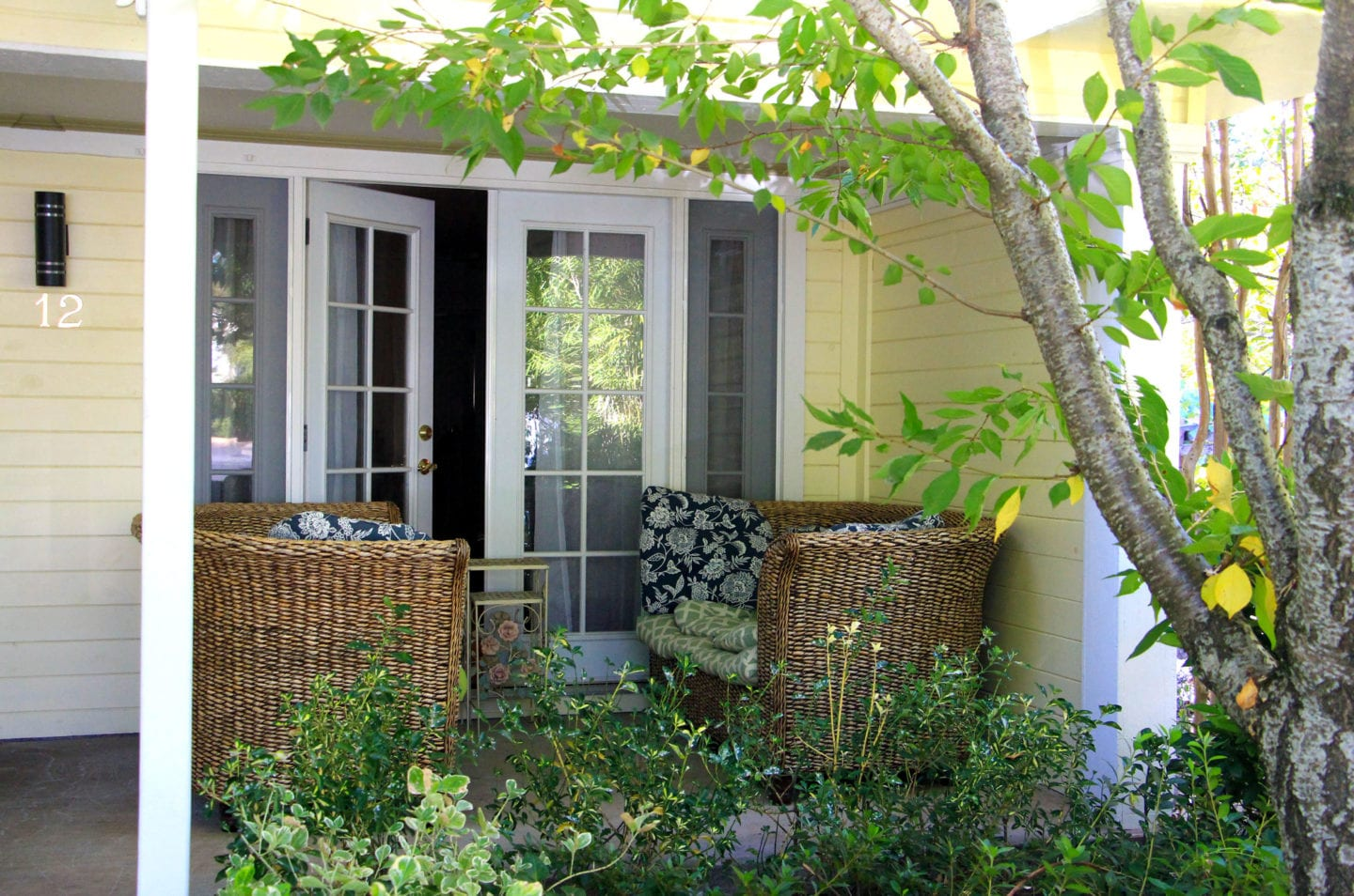 Wisteria Cottage patio at The Victoria Inn