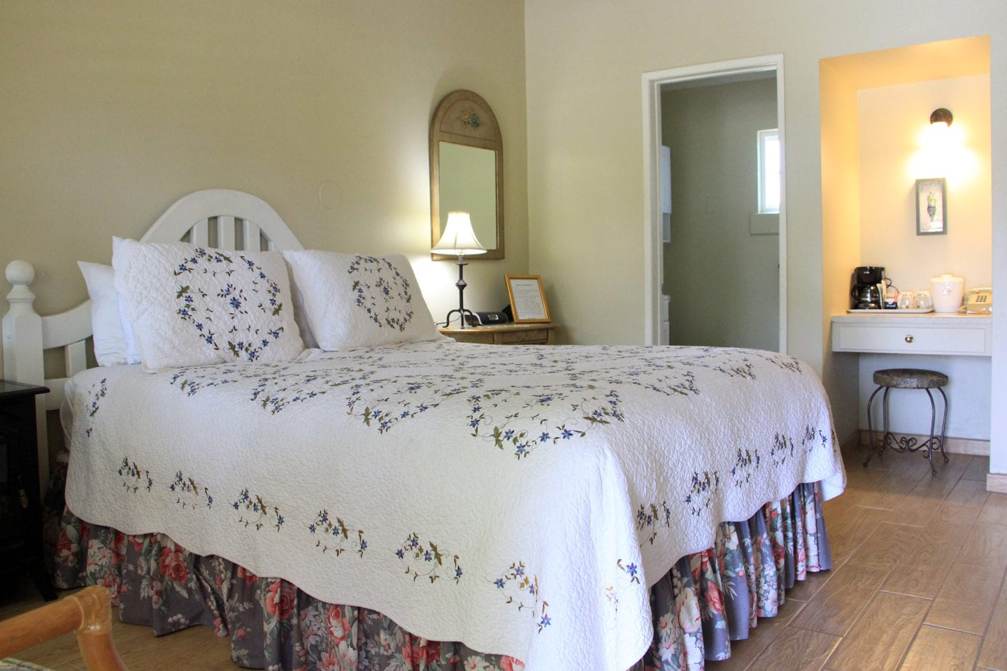 Guest room at the Meadowlark Inn